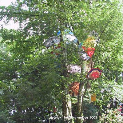 Der Regenschirmbaum im Ivenhain von Bina und Wilfried Theisen, Kunst und Kulturtage Ivenhain 2003