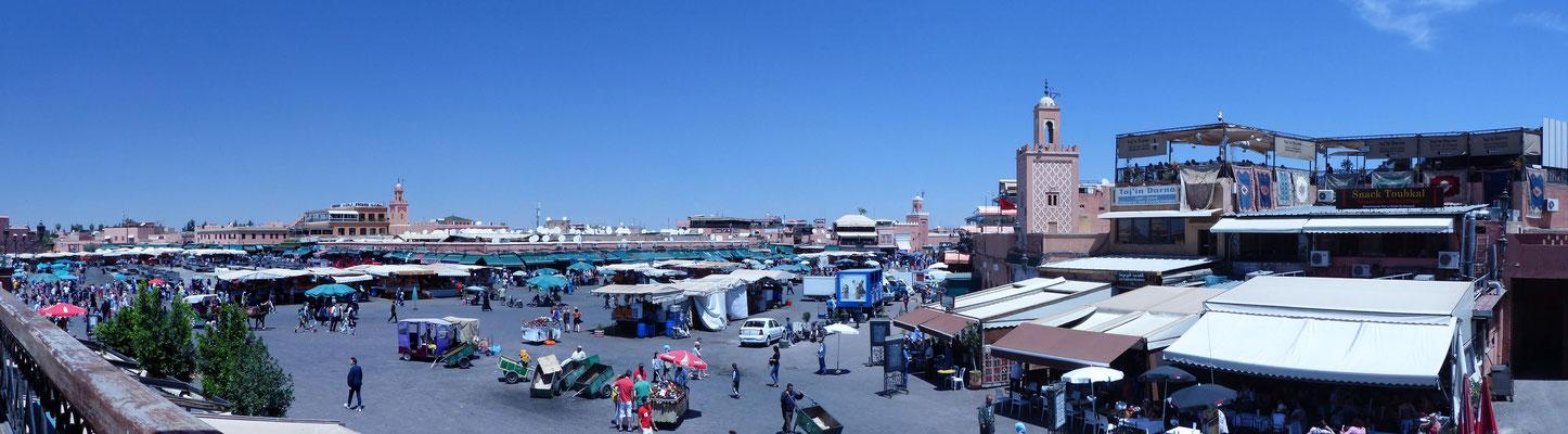 La place Jemâa El Fna dans l'après-midi