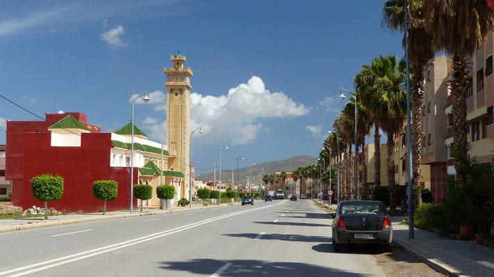 Ce minaret, et des maisons ont un style un peu asiatique