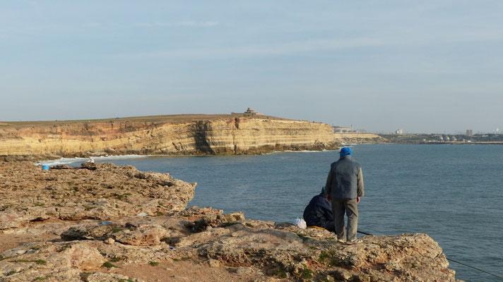 Un pêcheur à notre bivouac du Cap Blanc