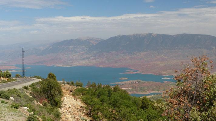 Le lac de barrage de Bin El Ouidane