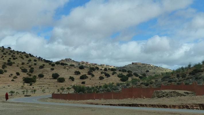 Les villages berbères sont souvent construits sur les hauteurs