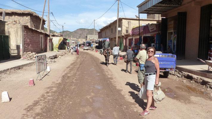 La rue du village de Tabant est en pleins travaux de rénovation