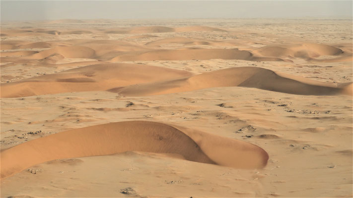 Survol du Namib ; Dunes barkhanes ; Namibie
