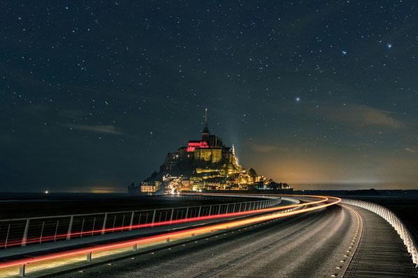 Le Mont-Saint-Michel de nuit [30 mm - Belichtung Vordergrund: f2.8 / ISO 200 / 30 Sek. - Hintergrund: f2.8 / ISO 137 / 15 Sek.]