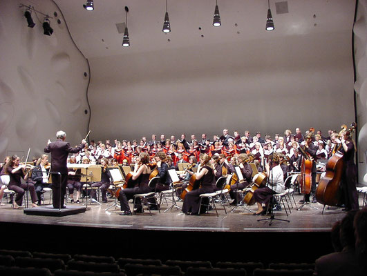 Auftritt Nikolaisaal mit Chor aus Ungarn 06/2005
