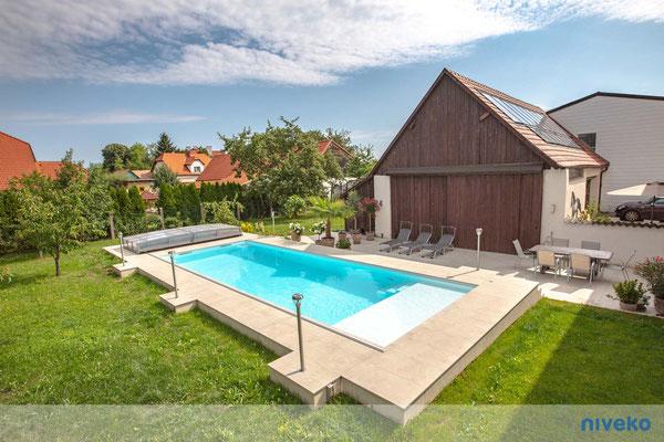 Schwimmbecken Skimmer Top Level 13 © NIVEKO / Aquakonzept Schwimmbadtechnik
