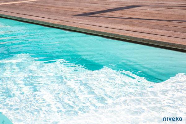 Schwimmbecken Underflow 4 © NIVEKO / Aquakonzept Schwimmbadtechnik
