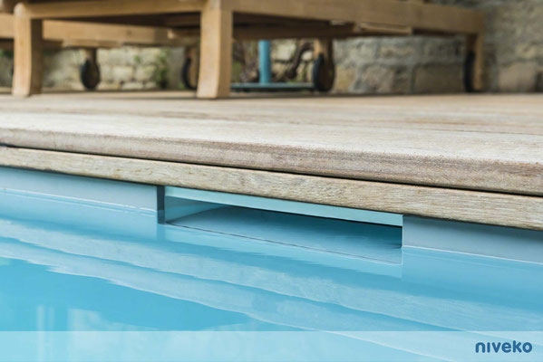 Schwimmbecken Skimmer Invisible 1 © NIVEKO / Aquakonzept Schwimmbadtechnik