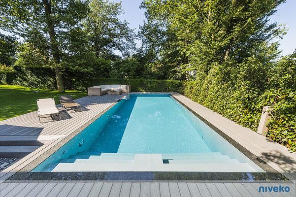 Schwimmbecken Advance 10 Gartenansicht © NIVEKO / Aquakonzept Schwimmbadtechnik