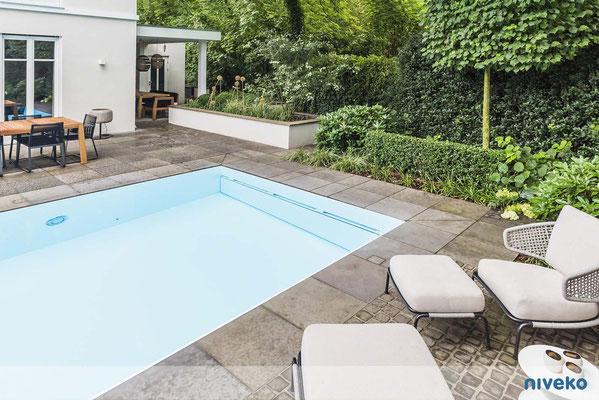 Schwimmbecken Evolution 6 mit Terrassenansicht © NIVEKO / Aquakonzept Schwimmbadtechnik