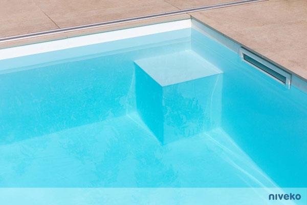 Schwimmbecken Skimmer Top Level 16 © NIVEKO / Aquakonzept Schwimmbadtechnik
