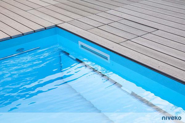 Schwimmbecken Skimmer Top Level 2 © NIVEKO / Aquakonzept Schwimmbadtechnik