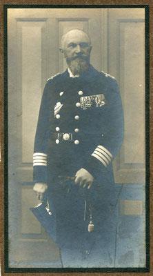 6er Ord.schnalle (Bogen/U-Band) EK2 1914 am weiß-schwarzen Band, bayer. MVO 4.Kl. mit Schwerter u.Krone, Oldenburg FA-Kreuz?, RAO4, DA für 25 J und unbek. Medallie, vermutlich ist der Träger Marinebaurat
