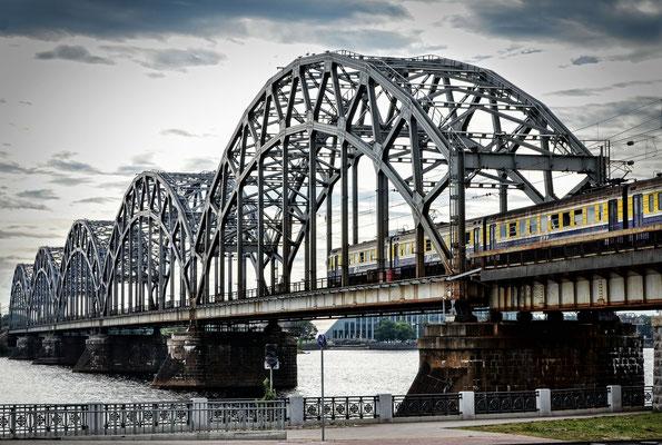 Eisenbahnbrücke über die Daugava