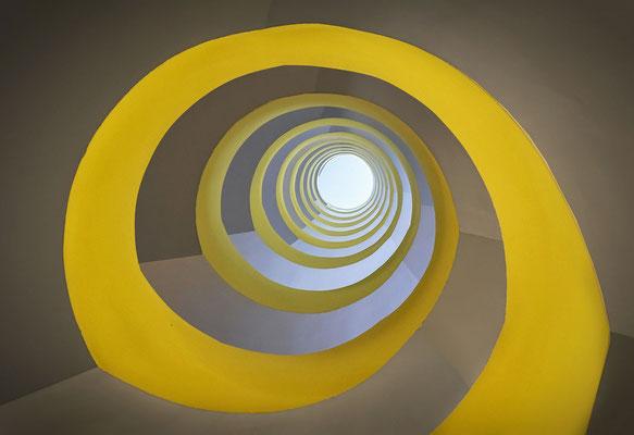 Mediapark - Treppenhaus gelb