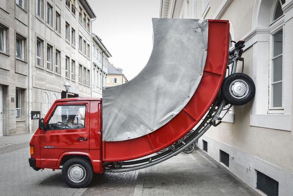 """""""Truck"""", Installation von Erwin Wurm"""