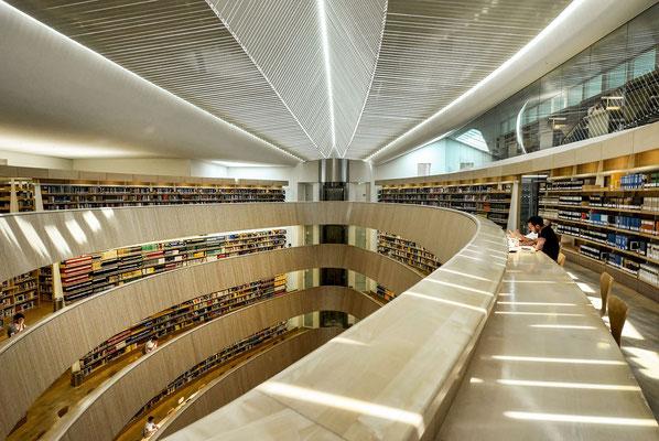 Bibliothek der juristischen Fakultät der Universität Zürich - by Santiago Calatrava