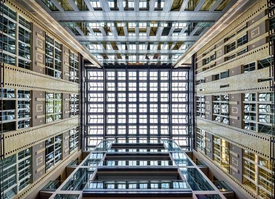 Berliner Wasserbetriebe - Blick nach oben
