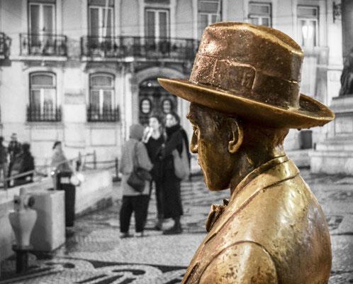 Fernando Pessoa vor dem Café A Brasileira