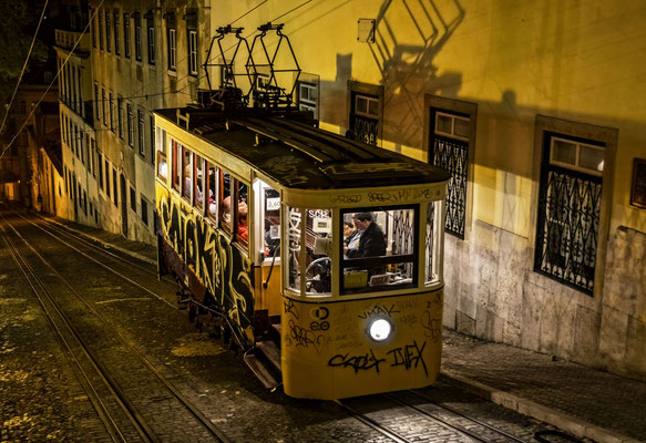 Lissabon @night - Elevador da Gloria