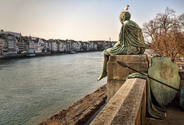 Helvetia - Skulptur an der Mittleren Rheinbrücke