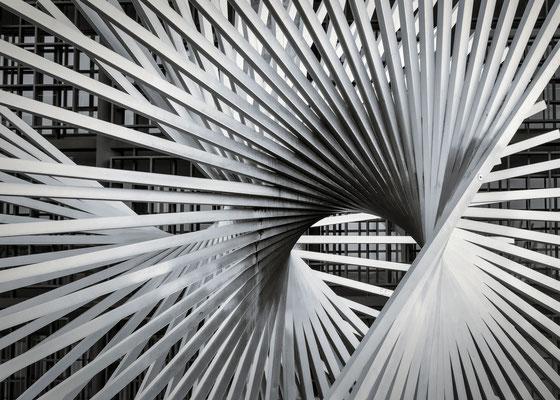"""Skulptur """"Lebenskraft"""" von Andreu Alfaro - Jockel-Fuchs-Platz"""