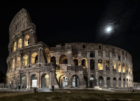 Kolosseum im Mondschein