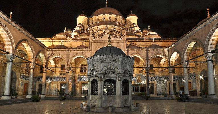 Neue Mosche am Abend