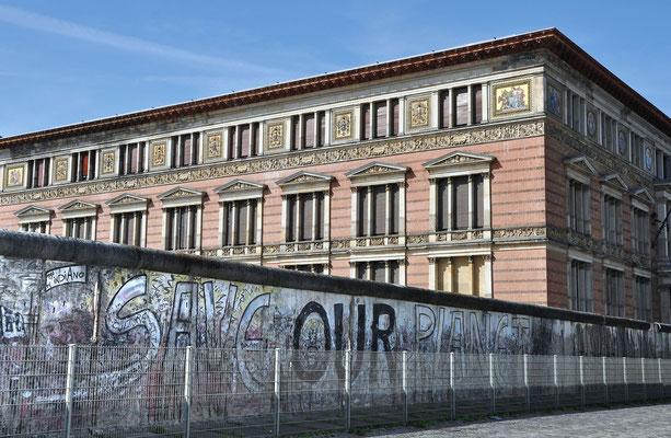 Martin-Gropius-Bau mit Mauerrest