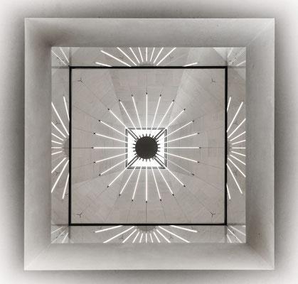 Musée d'Art Moderne Grand-Duc Jean (MUDAM) - Blick nach oben zur Deckenbeleuchtung