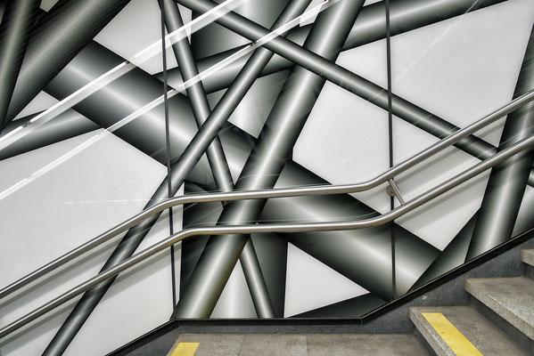 Kunstinstallation - U-Bahnhaltestelle Karlsplatz