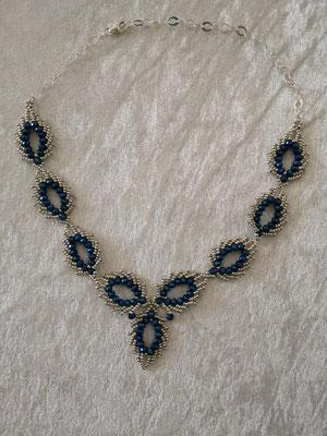Glasschliff-Federn blau-silber 35€
