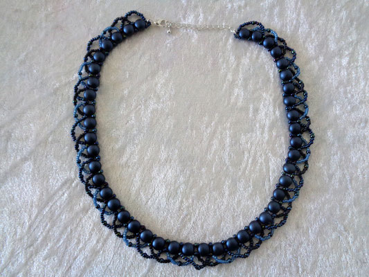"""Candy-Twist"" Kette in dunkelblau 25 Euro"