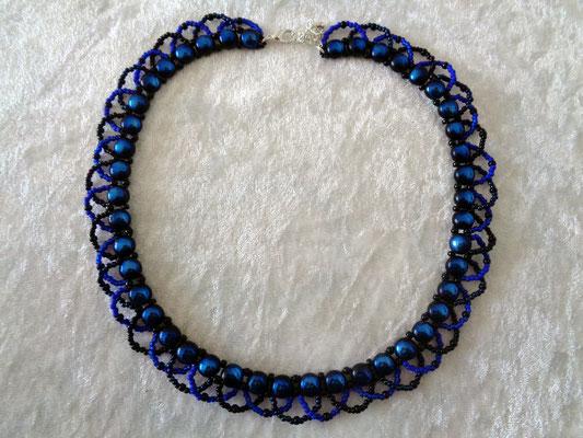 """Candy-Twist"" Kette in schwarz-blau 25 Euro"