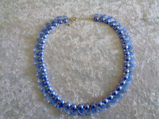 """Candy-Twist"" Kette in hellblau 25 Euro"