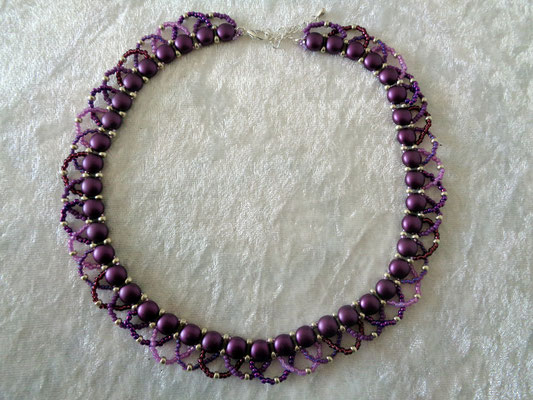"""Candy-Twist"" Kette in violett (neu) 25 Euro"