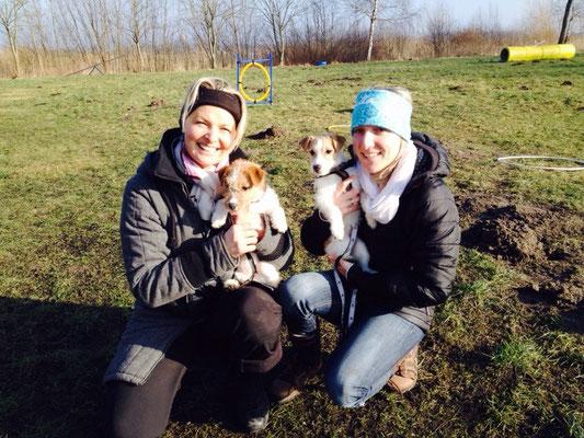 Carly und Chila bei der Hundeschule