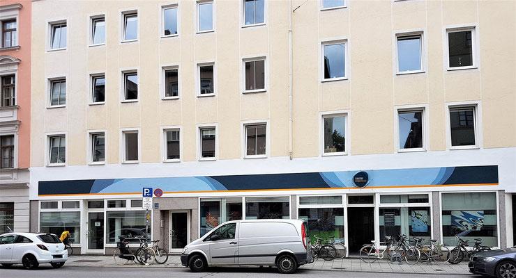 ... oder wie hier: Werbung direkt auf der Fassade?