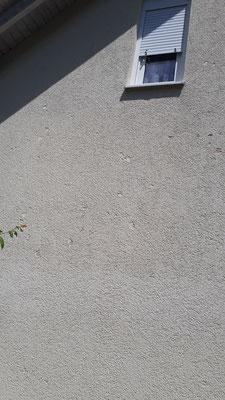 Vom Hagel beschädigte Fassade