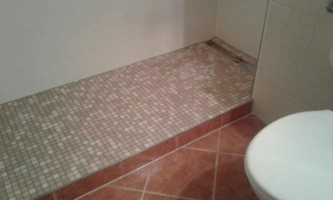 Fliesenarbeiten im Duschbereich