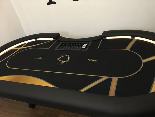 Maße 2,40m x 1,20m, individuell bedrucktes Casino-Tuch, LED, Chiptray H-Gestell