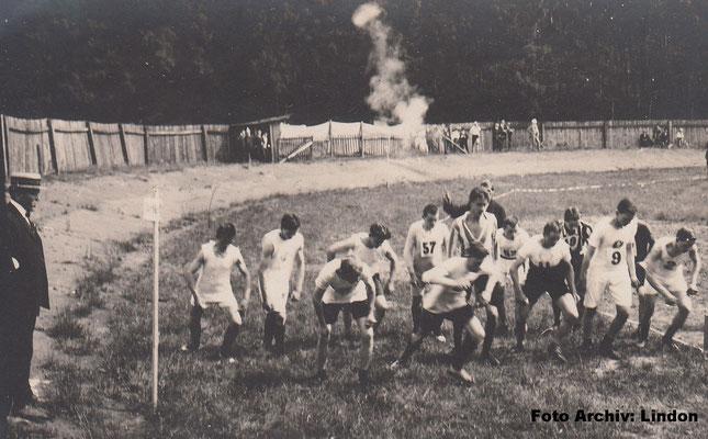 26.07.1908 - 4-800m-Juniorenlauf (Foto: Archiv Eric Lindon)