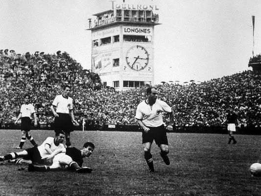 Torschuss der Ungarn, vorne Werner Kohlmeyer (Quelle: DFB)