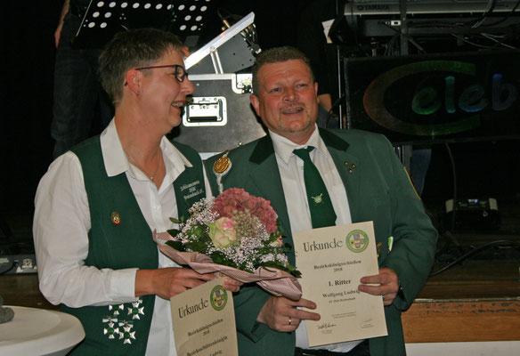 Fasst ein Königspaar: Ehepaar Christine Ludwig (Königin) und Wolfgang Ludwig (1. Ritter)