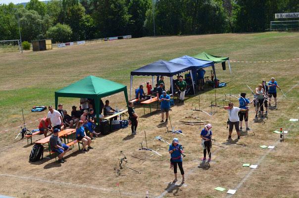 Turnier der Sommerbogenrunde auf dem Fußballplatz