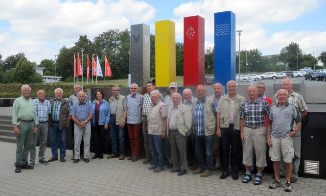 Unsere Reisegruppe am Viessmann-Brunnen