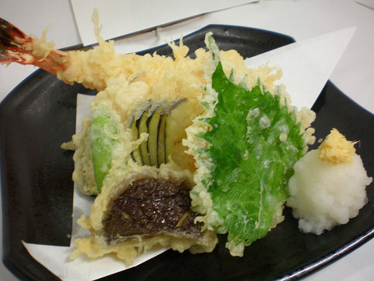 天ぷらの盛り合わせ 930円