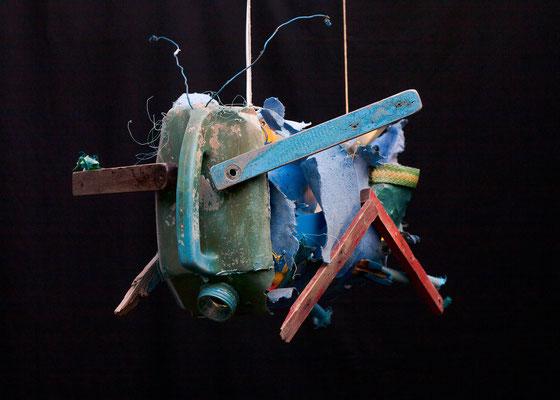 Sprinkhaan (hangend) 100x68x50cm 525,-