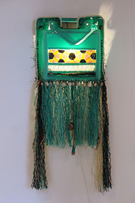 Primitief kikkermasker 21ste eeuw (wand-object) 50x135x25cm 625,-